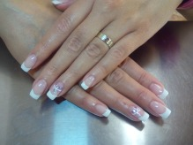 french manicure happy